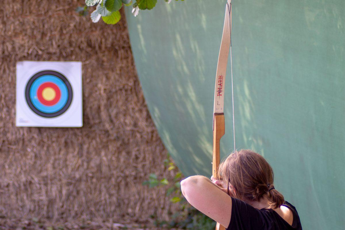 In anderhalf uur een boogschutter worden als Robin Hood zit er misschien niet in. Op een veilige manier de basistechnieken van het boogschieten aanleren wel. Misschien wel een schot in de roos!